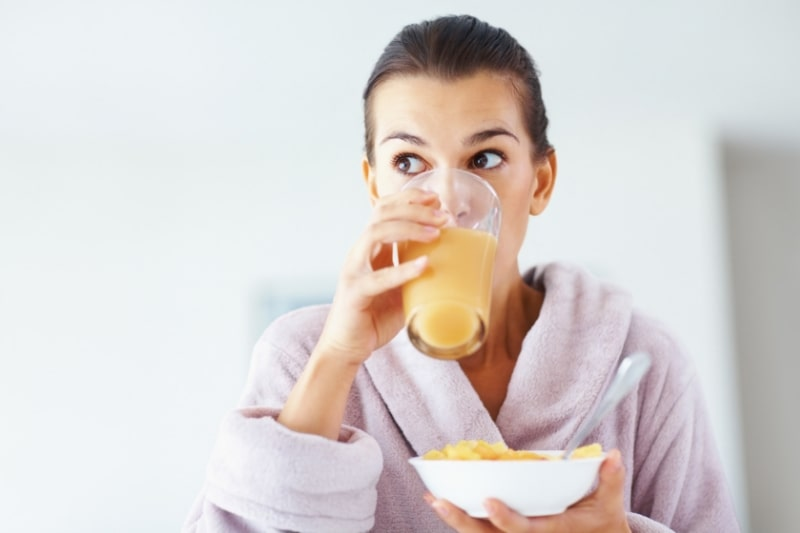 Diet: Women Drinking Juice and eating fruits